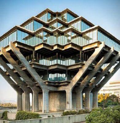 کتابخانهای به شکل سفینه فضایی
